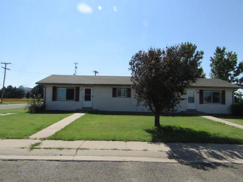 2 Duplexes 860-862 & 880-882 Cherokee Colby, Kansas