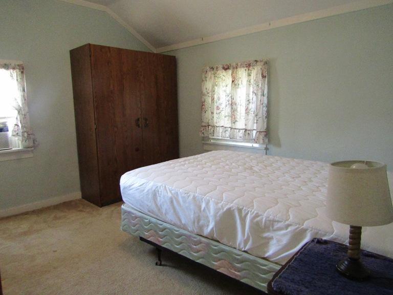 470-W-Cedar-West-Bedroom-2nd-pic.jpg