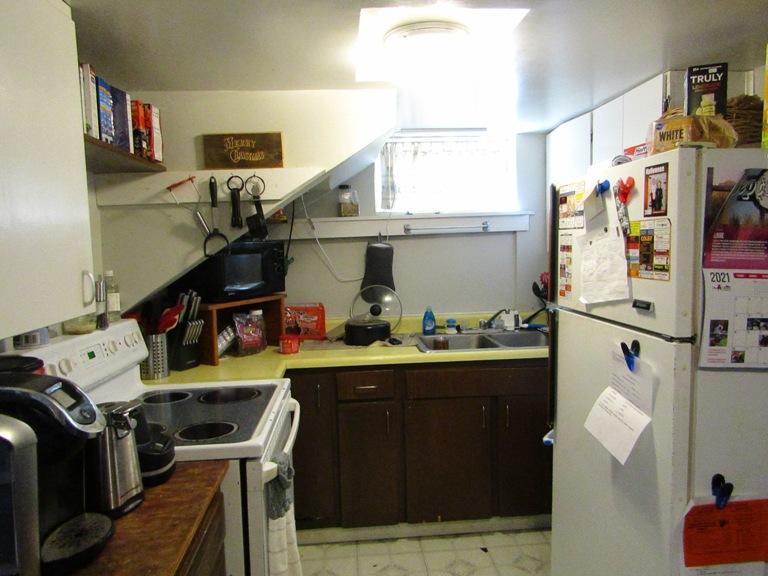 470-W-Cedar-basement-kitchen.jpg