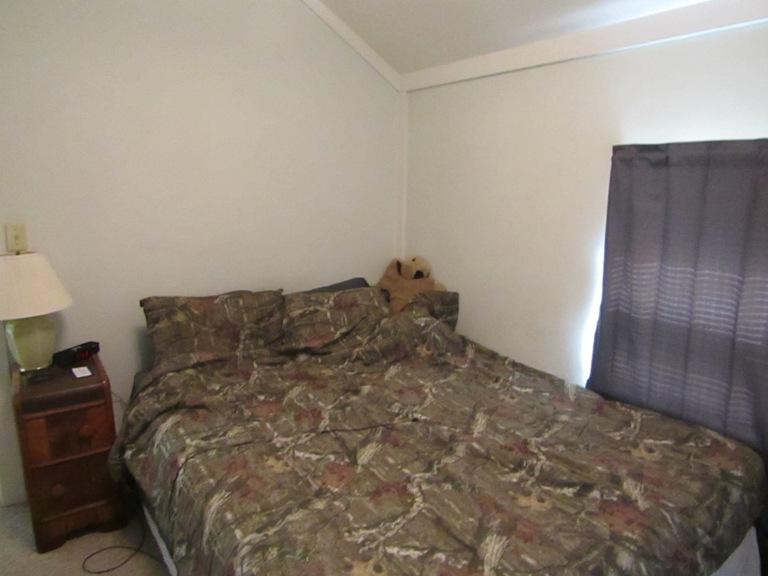 470-W-Cedar-east-bedroom.jpg