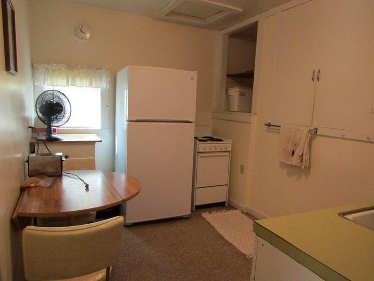 470-W-Cedar-east-kitchen-2.jpg