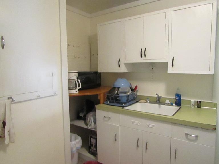 470-W-Cedar-east-kitchen-3.jpg