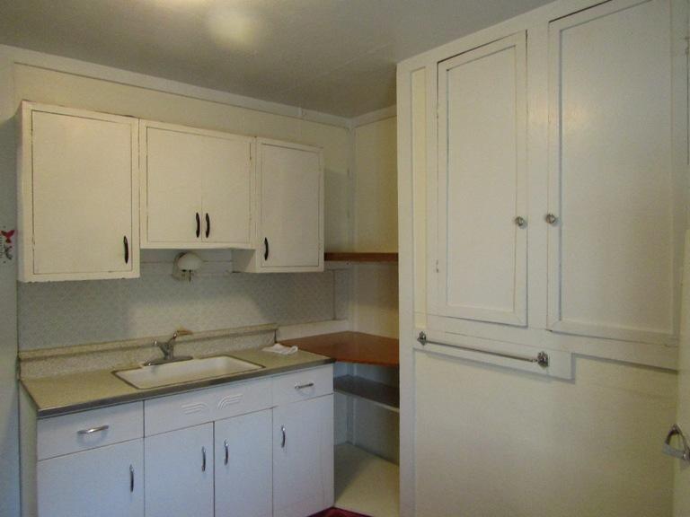 470-W-Cedar-west-kitchen-3.jpg