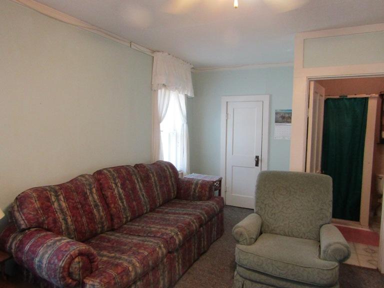 470-W-Cedar-west-living-room-1.jpg