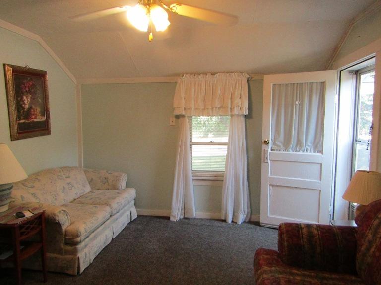 470-W-Cedar-west-living-room-2.jpg
